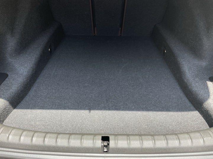 BMW 5 Series-BOOT INSIDE VIEW