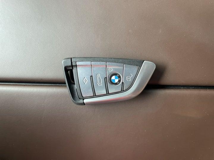 BMW 5 Series-KEY CLOSE-UP