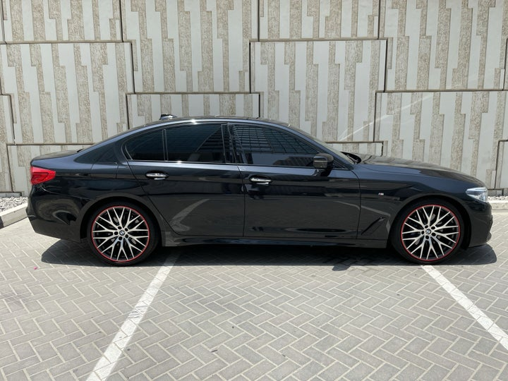 BMW 5 Series-RIGHT SIDE VIEW