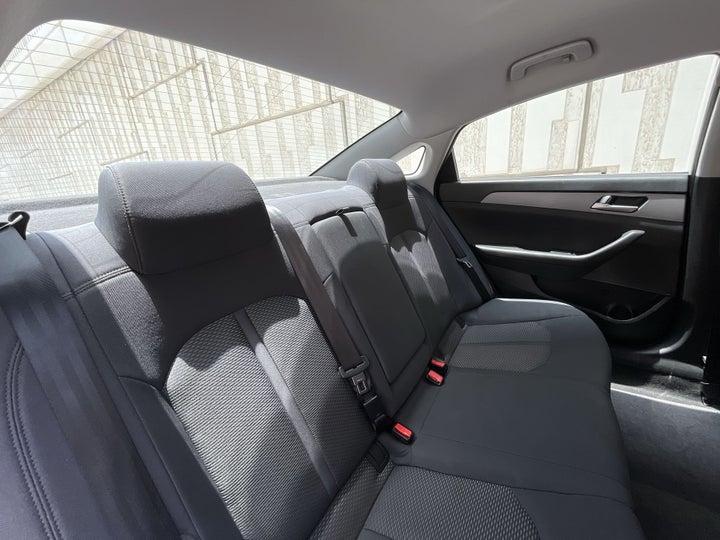 Hyundai Sonata-RIGHT SIDE REAR DOOR CABIN VIEW