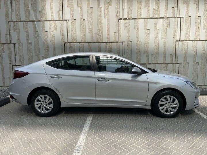 Hyundai Elantra-RIGHT SIDE VIEW