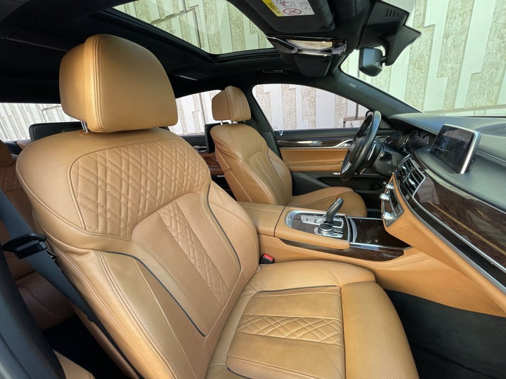 BMW 7 Series-RIGHT SIDE FRONT DOOR CABIN VIEW