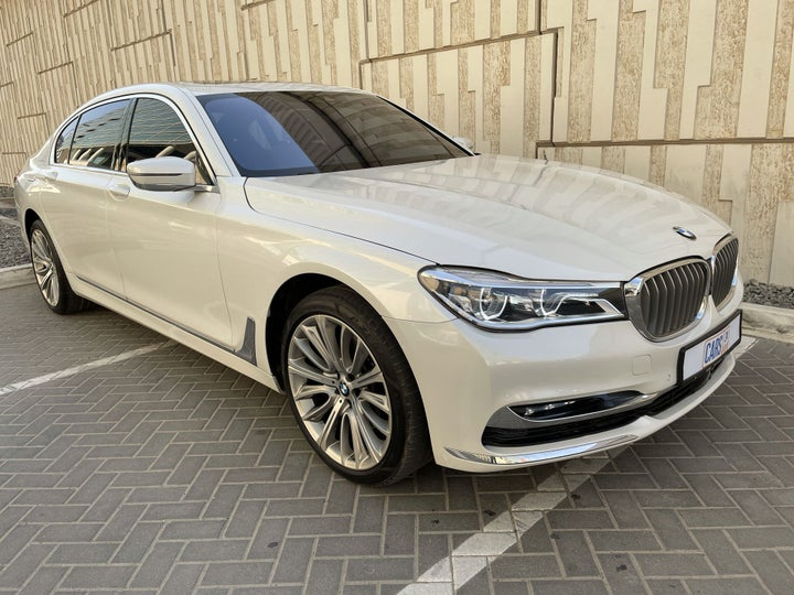 BMW 7 Series-RIGHT FRONT DIAGONAL (45-DEGREE) VIEW