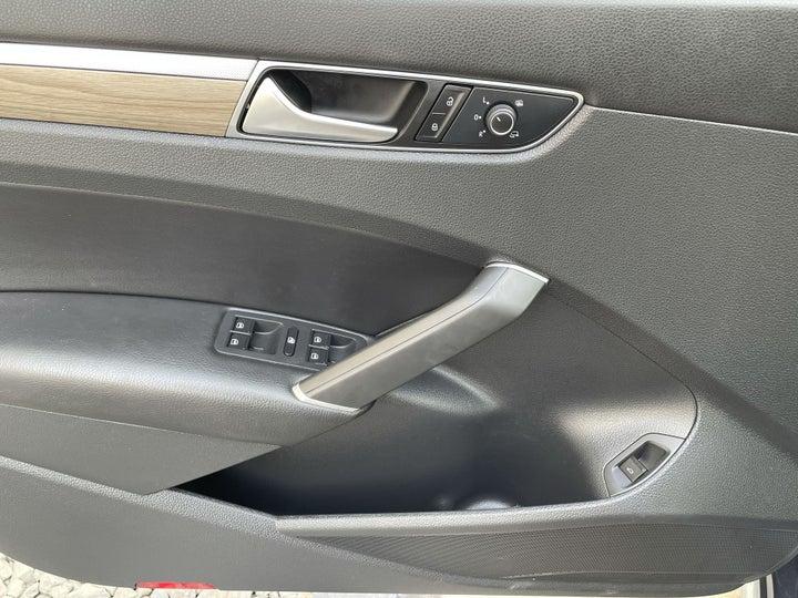 Volkswagen Passat-DRIVER SIDE DOOR PANEL CONTROLS