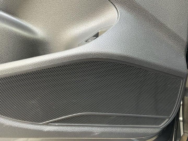 Volkswagen Passat-SPEAKERS
