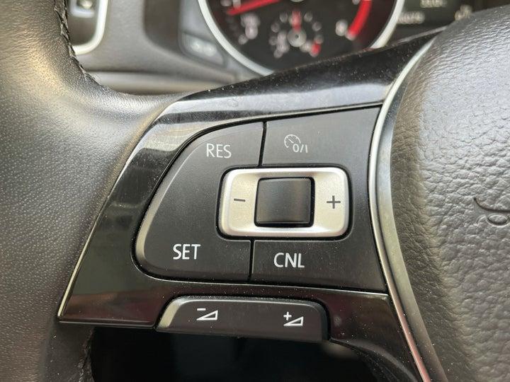 Volkswagen Passat-CRUISE CONTROL
