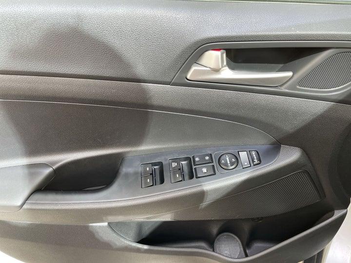 Hyundai Tucson-DRIVER SIDE DOOR PANEL CONTROLS
