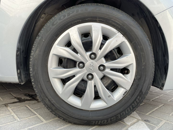 Hyundai Accent-RIGHT FRONT WHEEL