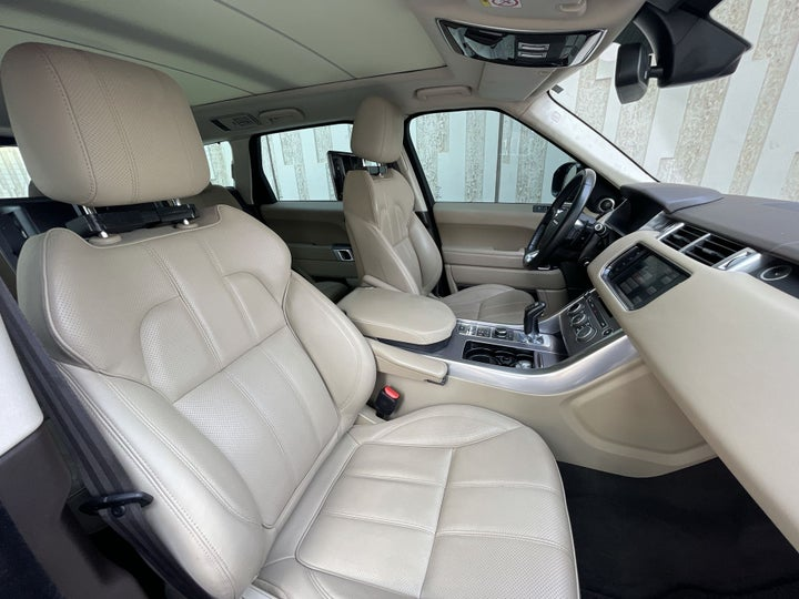 Land Rover Range Rover Sport-RIGHT SIDE FRONT DOOR CABIN VIEW