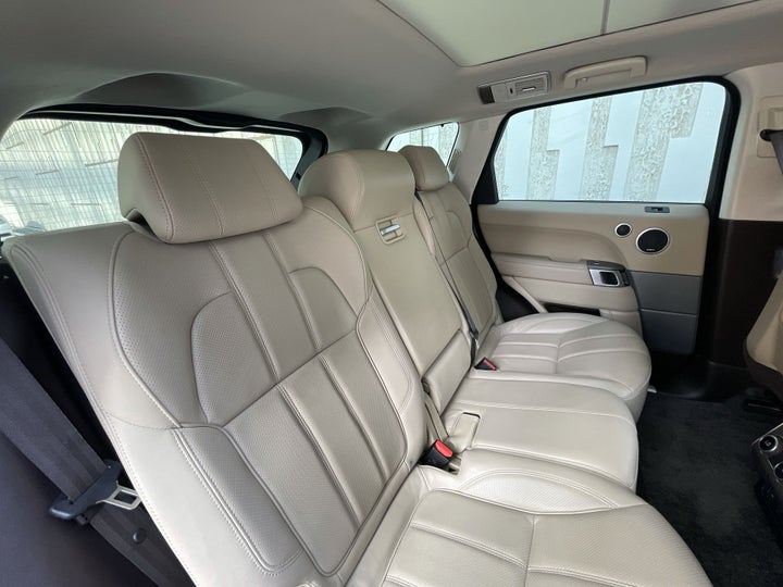 Land Rover Range Rover Sport-RIGHT SIDE REAR DOOR CABIN VIEW