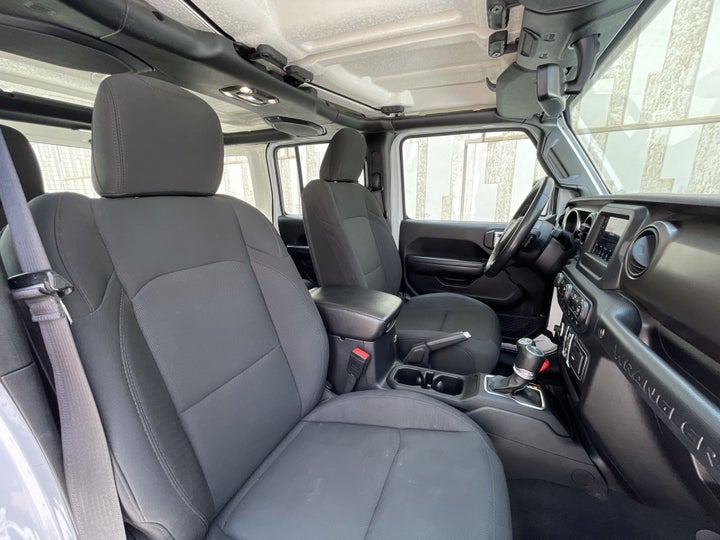 Jeep Wrangler-RIGHT SIDE FRONT DOOR CABIN VIEW