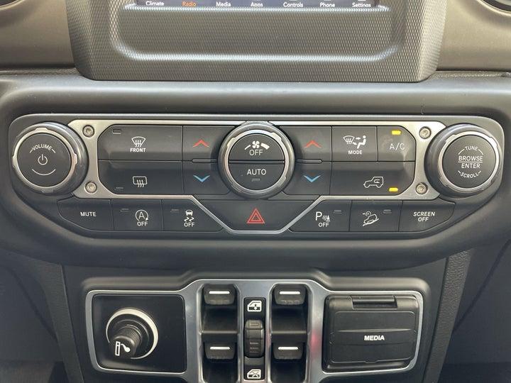 Jeep Wrangler-AUTOMATIC CLIMATE CONTROL
