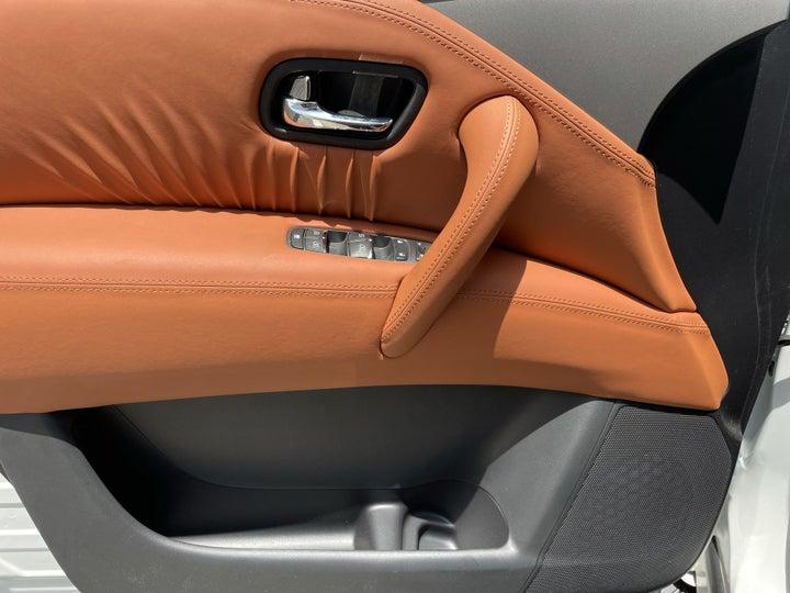 Nissan Patrol-DRIVER SIDE DOOR PANEL CONTROLS