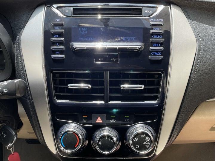 Toyota Yaris-CENTER CONSOLE