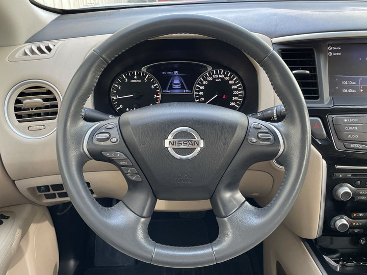 Nissan Pathfinder-STEERING WHEEL CLOSE-UP