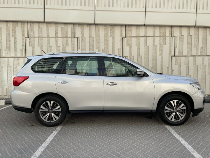 Nissan Pathfinder-RIGHT SIDE VIEW