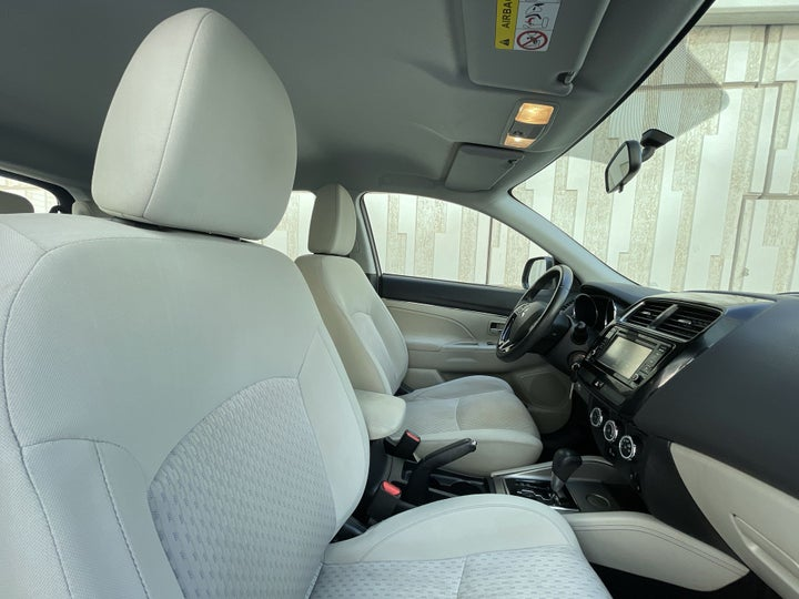 Mitsubishi ASX-RIGHT SIDE FRONT DOOR CABIN VIEW