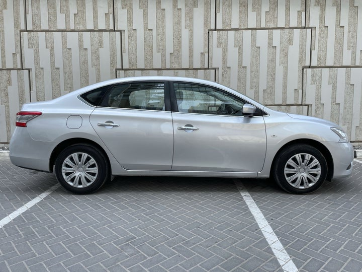 Nissan Sentra-RIGHT SIDE VIEW