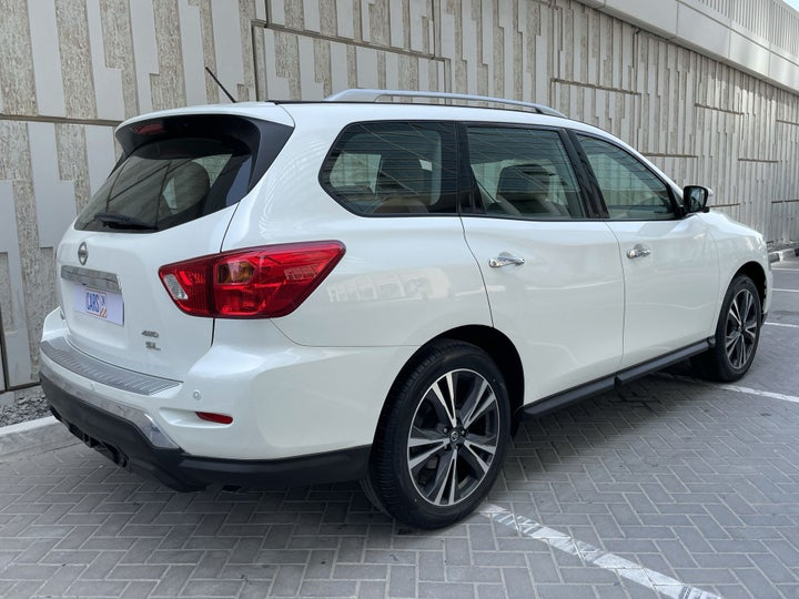 Nissan Pathfinder-RIGHT BACK DIAGONAL (45-DEGREE VIEW)