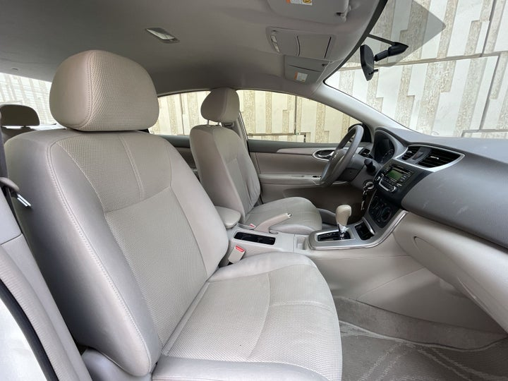 Nissan Sentra-RIGHT SIDE FRONT DOOR CABIN VIEW