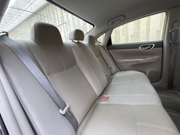 Nissan Sentra-RIGHT SIDE REAR DOOR CABIN VIEW