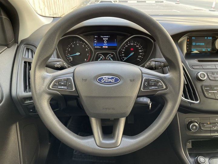 Ford Focus-STEERING WHEEL CLOSE-UP