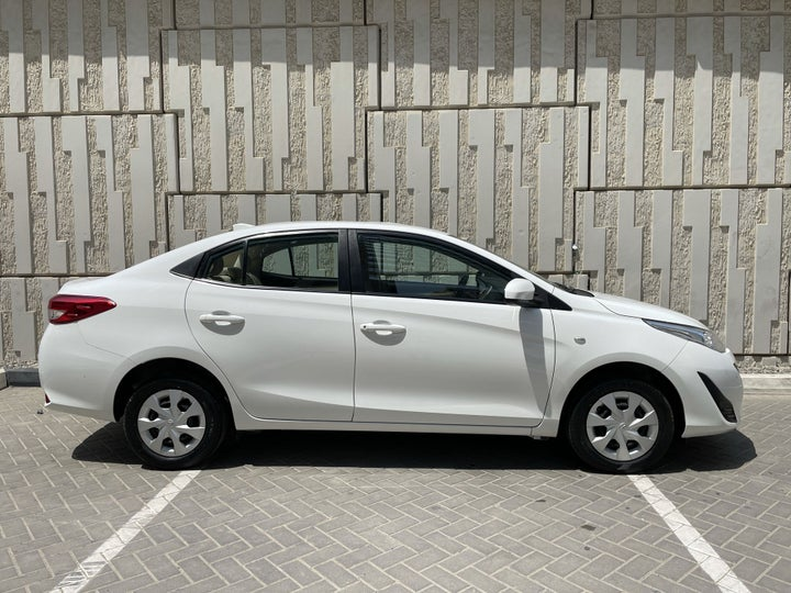 Toyota Yaris-RIGHT SIDE VIEW
