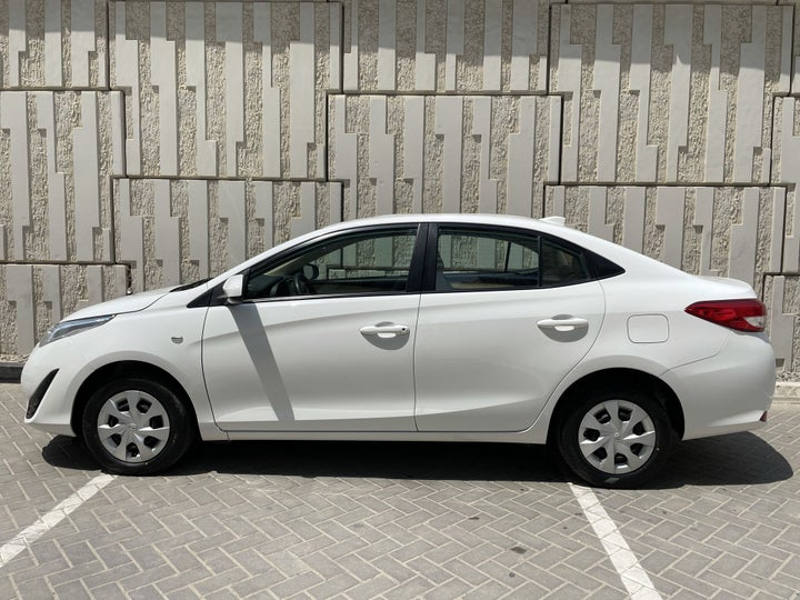 Toyota Yaris-LEFT SIDE VIEW