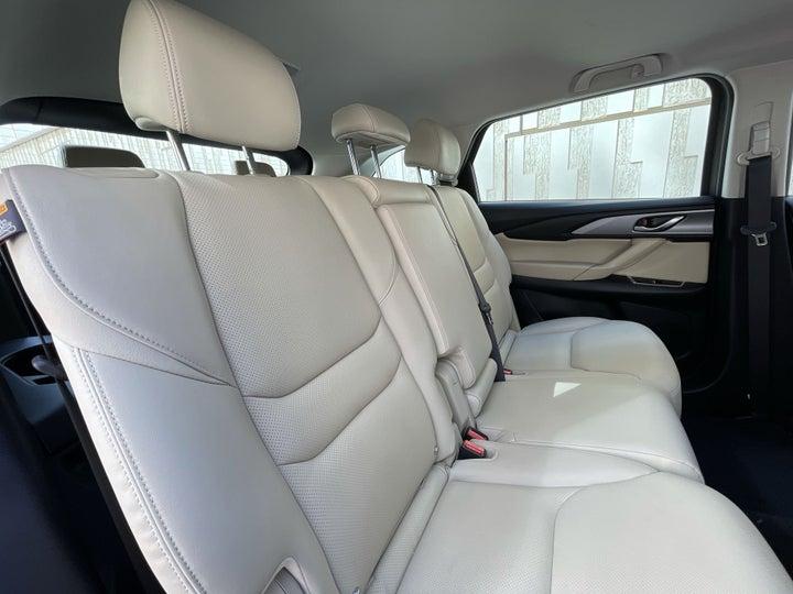 Mazda CX-9-RIGHT SIDE REAR DOOR CABIN VIEW