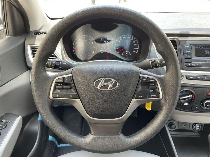 Hyundai Accent-STEERING WHEEL CLOSE-UP