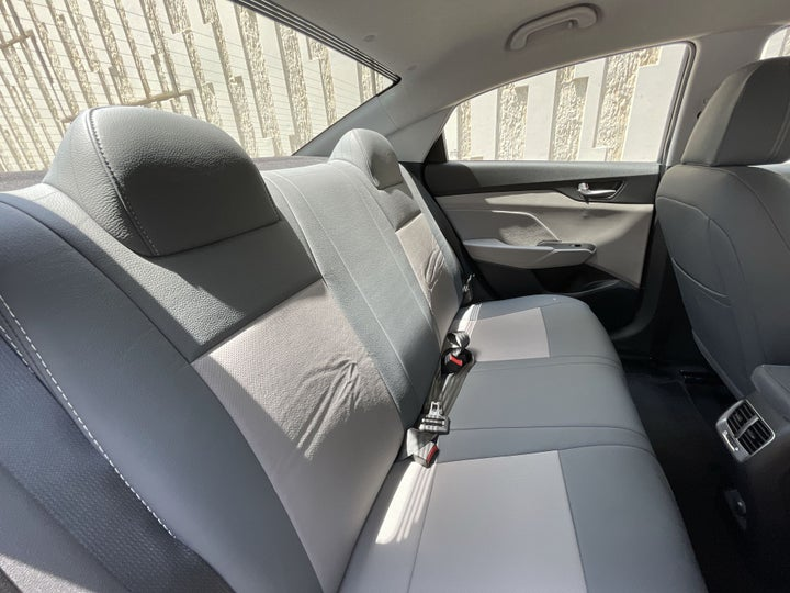 Hyundai Accent-RIGHT SIDE REAR DOOR CABIN VIEW