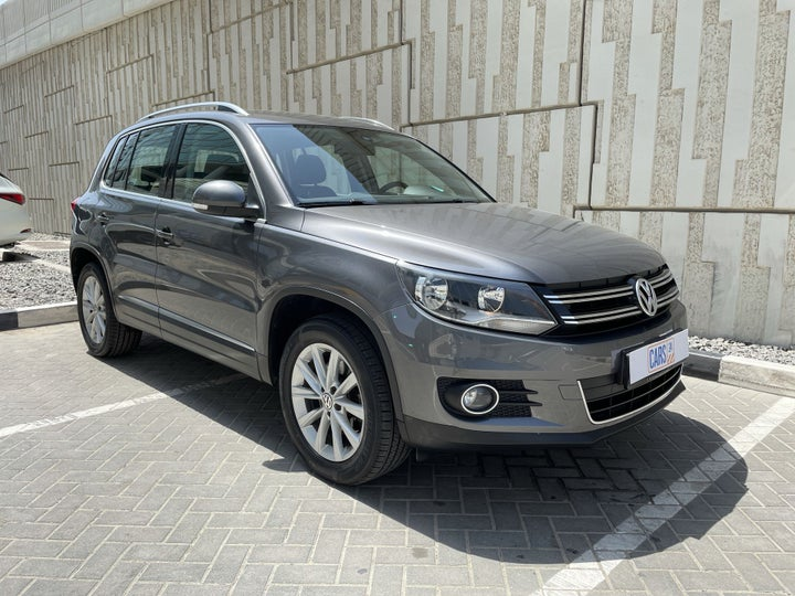 Volkswagen Tiguan-RIGHT FRONT DIAGONAL (45-DEGREE) VIEW