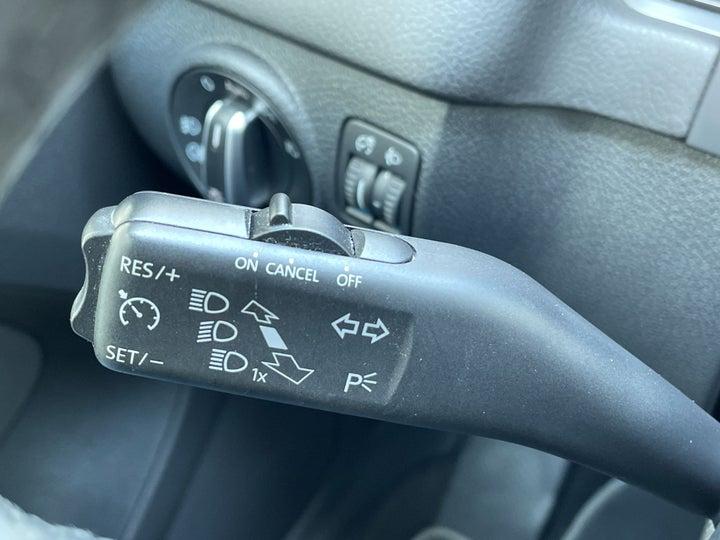 Volkswagen Tiguan-CRUISE CONTROL