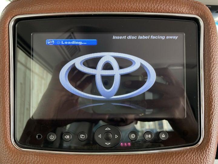 Toyota Prado-DISPLAY SCREEN FOR REAR PASSENGERS