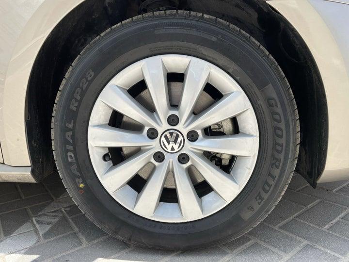 Volkswagen Passat-RIGHT FRONT WHEEL