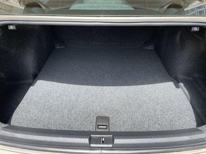 Volkswagen Passat-BOOT INSIDE VIEW