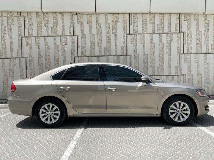 Volkswagen Passat-RIGHT SIDE VIEW