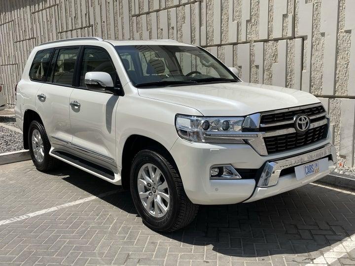 Toyota Landcruiser-RIGHT FRONT DIAGONAL (45-DEGREE) VIEW