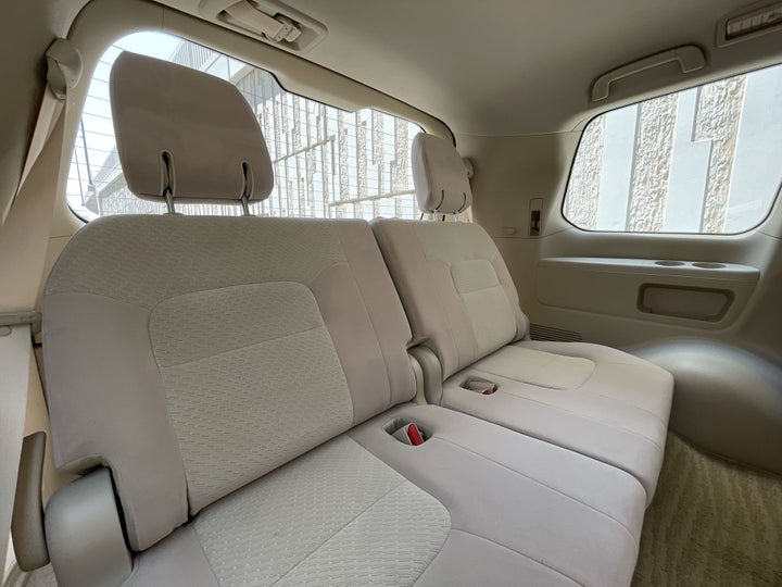Toyota Landcruiser-THIRD SEAT ROW