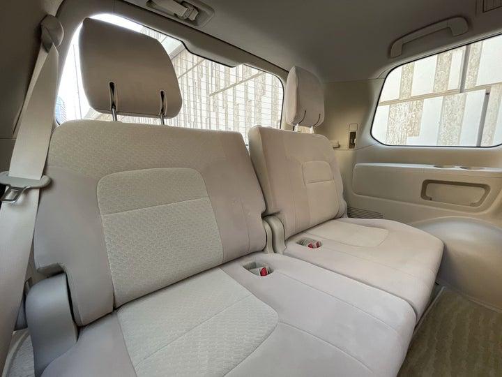 Toyota Land Cruiser-THIRD SEAT ROW