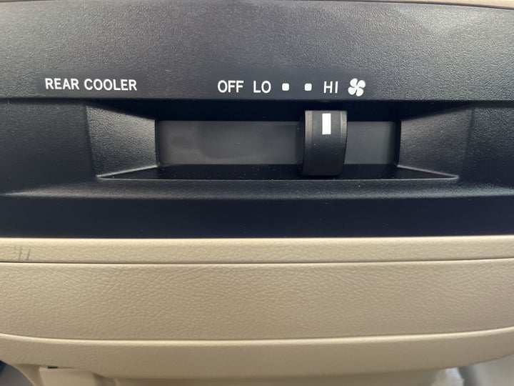 Toyota Land Cruiser-REAR AC TEMPERATURE CONTROL