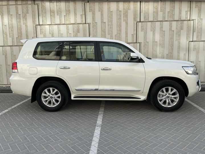 Toyota Landcruiser-RIGHT SIDE VIEW