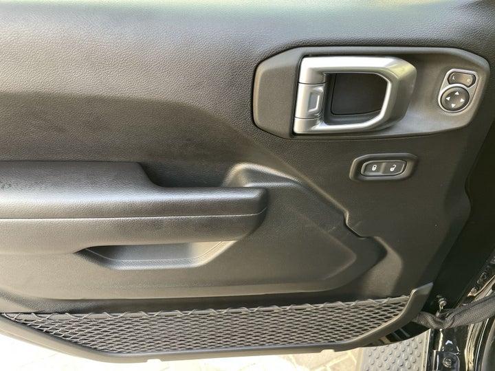 Jeep Wrangler-DRIVER SIDE DOOR PANEL CONTROLS