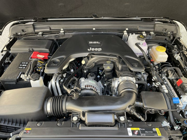 Jeep Wrangler-OPEN BONNET (ENGINE) VIEW