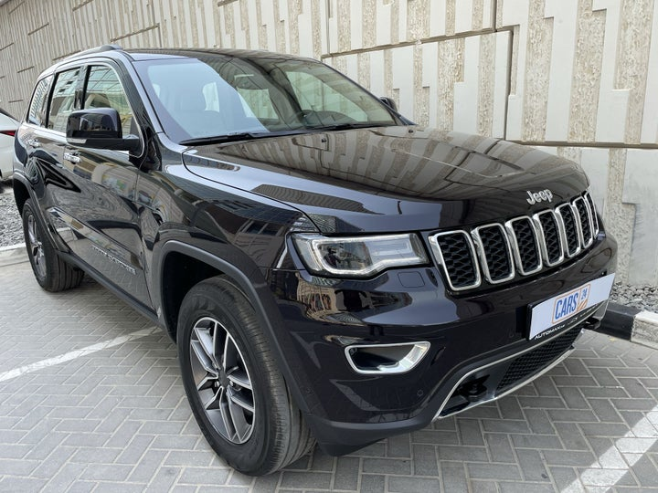 Jeep Grand Cherokee-RIGHT FRONT DIAGONAL (45-DEGREE) VIEW