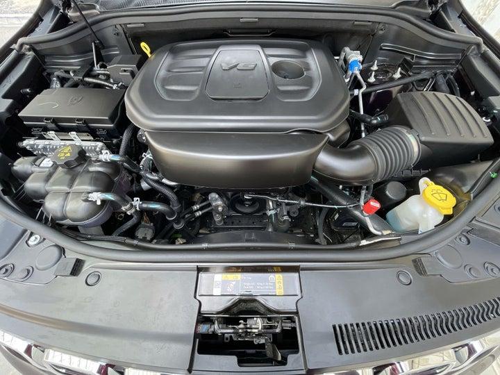 Jeep Grand Cherokee-OPEN BONNET (ENGINE) VIEW