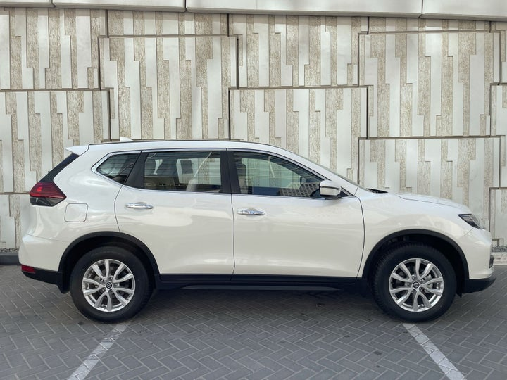 Nissan X-Trail-RIGHT SIDE VIEW