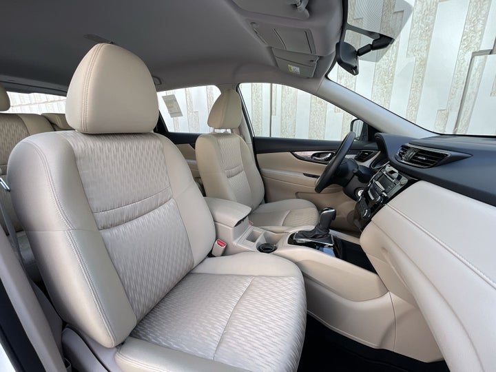 Nissan X-Trail-RIGHT SIDE FRONT DOOR CABIN VIEW