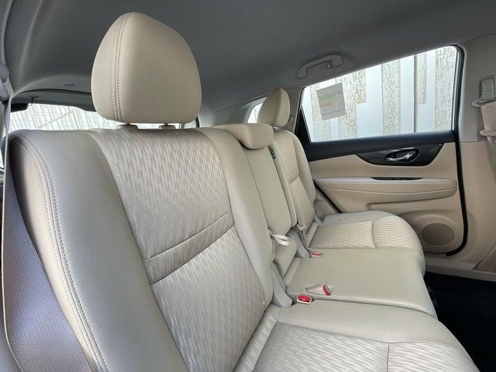 Nissan X-Trail-RIGHT SIDE REAR DOOR CABIN VIEW