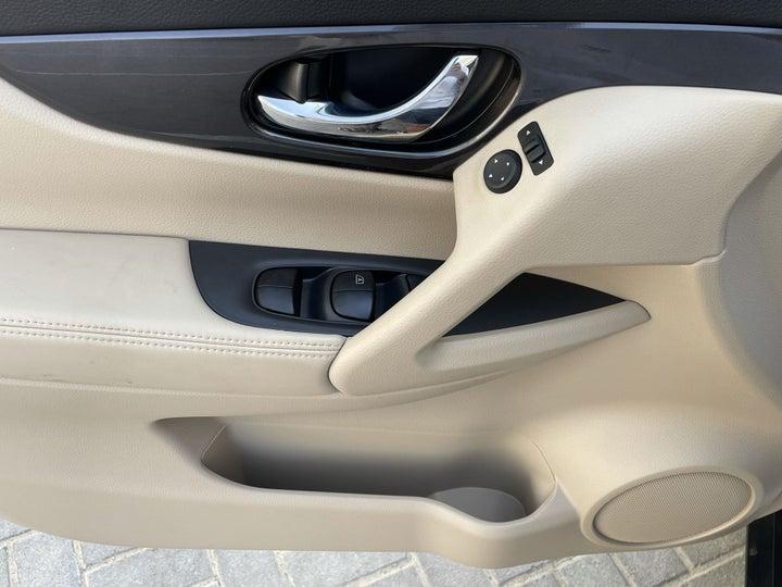 Nissan X-Trail-DRIVER SIDE DOOR PANEL CONTROLS
